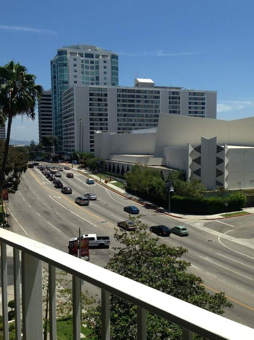 10433 Wilshire Blvd Los Angeles, CA 90024