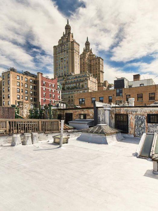 18 West 76th Street New York, NY 10023