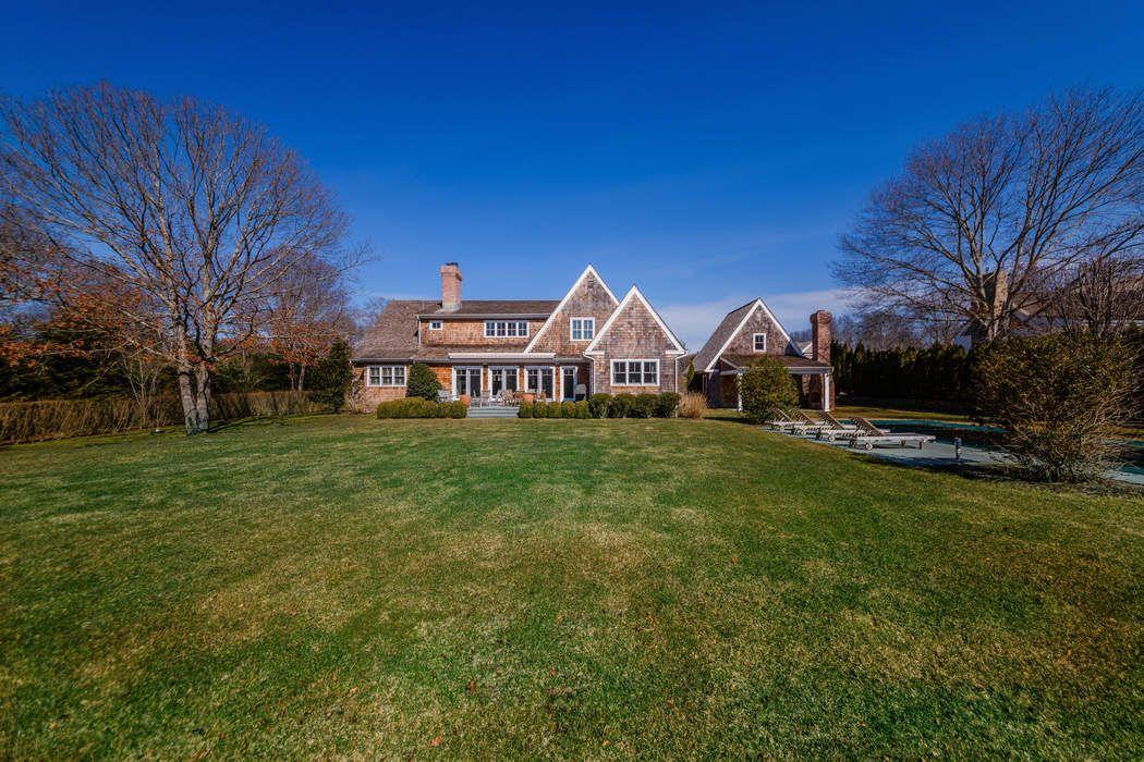 15 Roberts Lane East Hampton, NY 11937