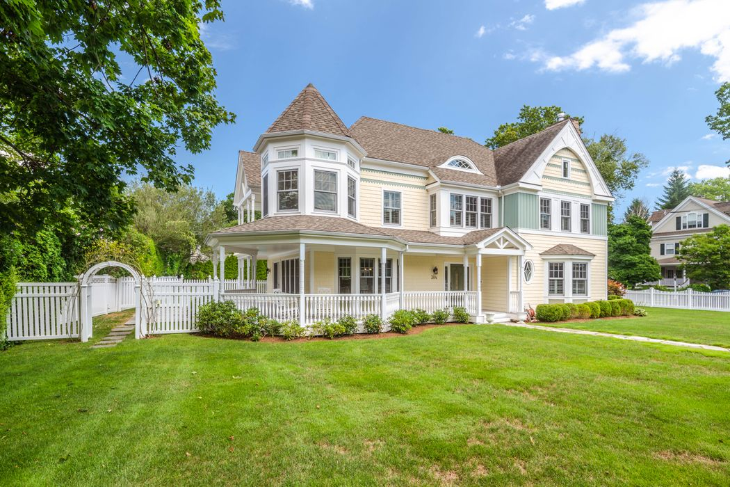 384 Sound Beach Avenue Old Greenwich, CT 06870