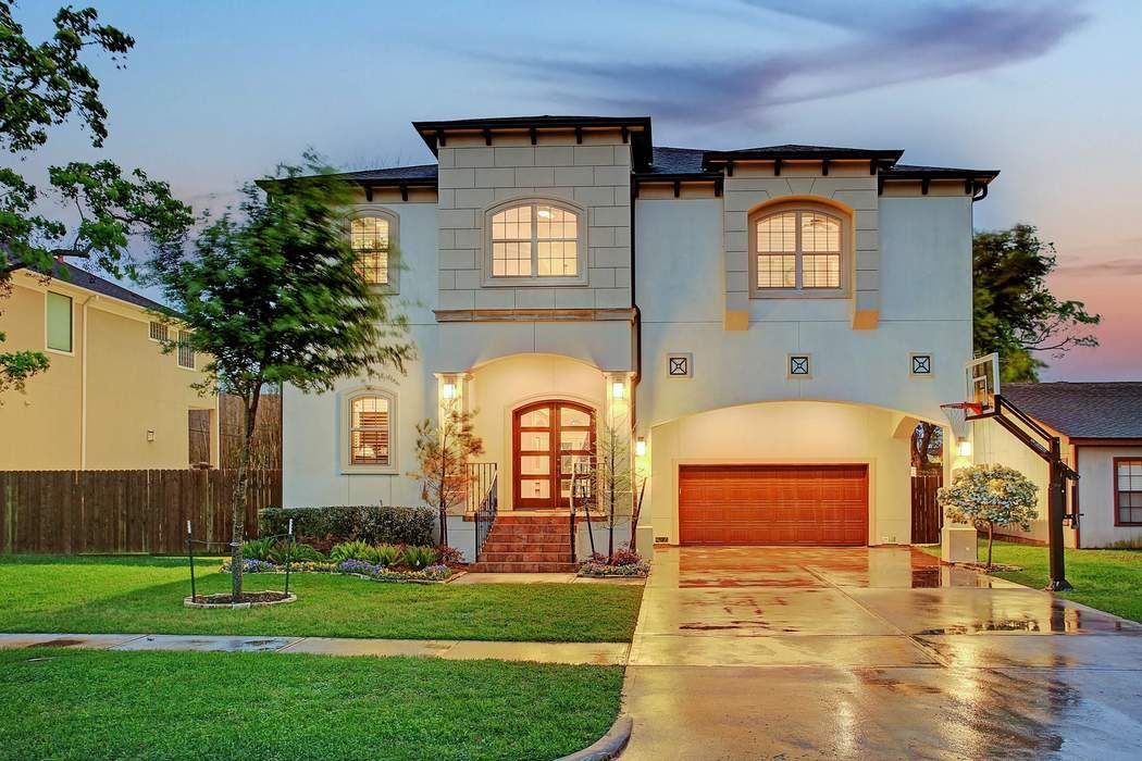 4813 Beech Street Bellaire, TX 77401
