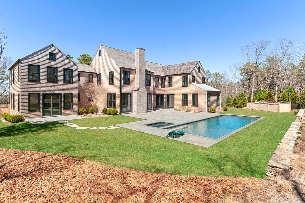 104 Two Holes Of Water Road East Hampton, NY 11937