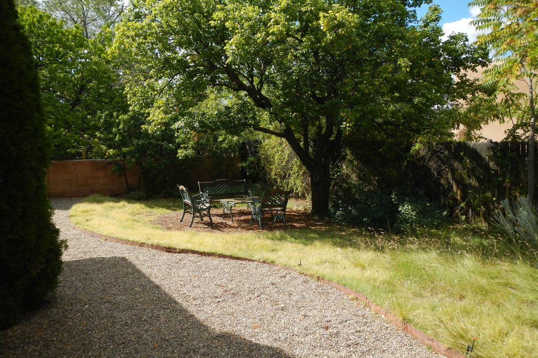 320 Camino Delora Santa Fe, NM 87505
