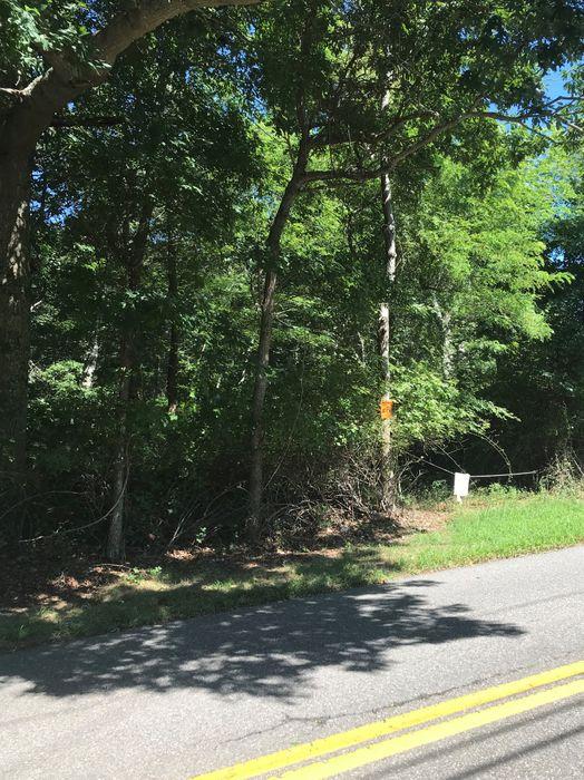 195 Edge Of Woods Road Southampton, NY 11968