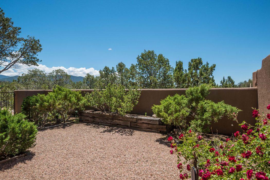 372 Calle Colina Santa Fe, NM 87501