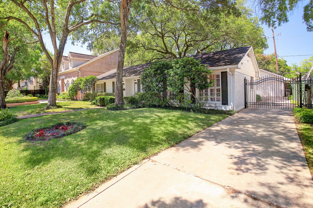 1030 Briar Ridge Drive Houston, TX 77057