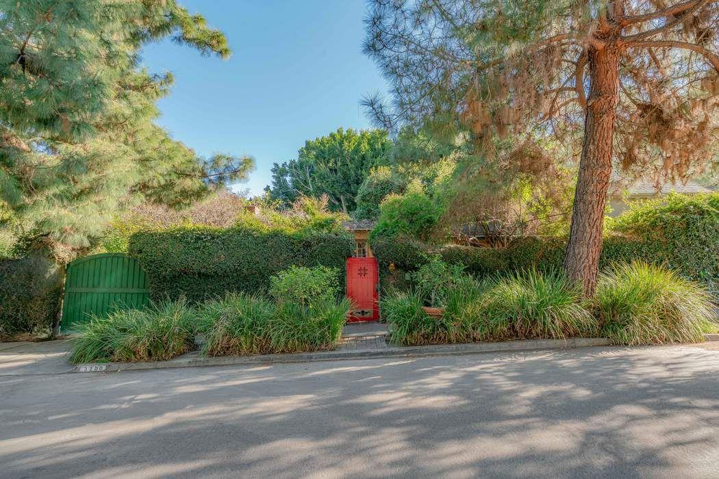 3200 Oakshire Drive Los Angeles, CA 90068