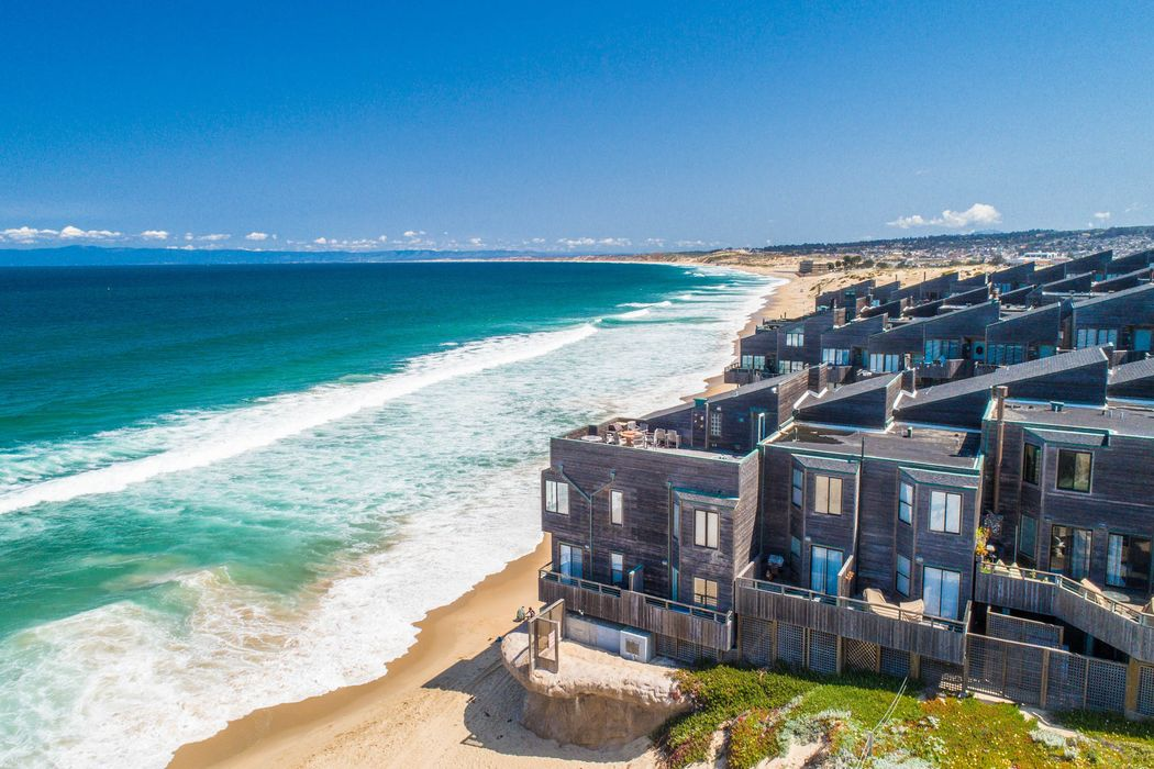 1 Surf Way #225 Monterey, CA 93940