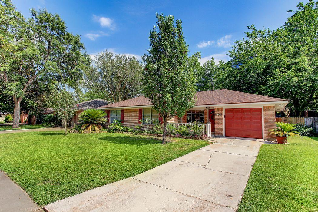 2119 Ansbury Drive Houston, TX 77018
