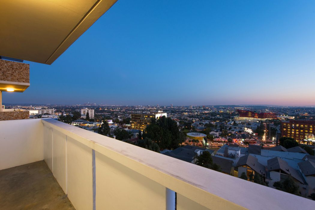 8787 Shoreham Drive West Hollywood, CA 90069