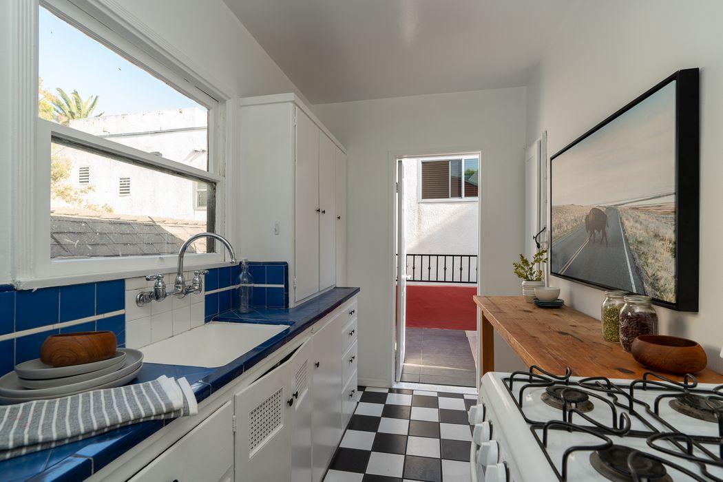6058 Scenic Avenue Los Angeles, CA 90068