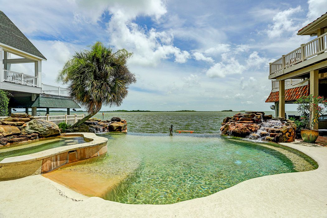 1815 Port O Call Tiki Island, TX 77554