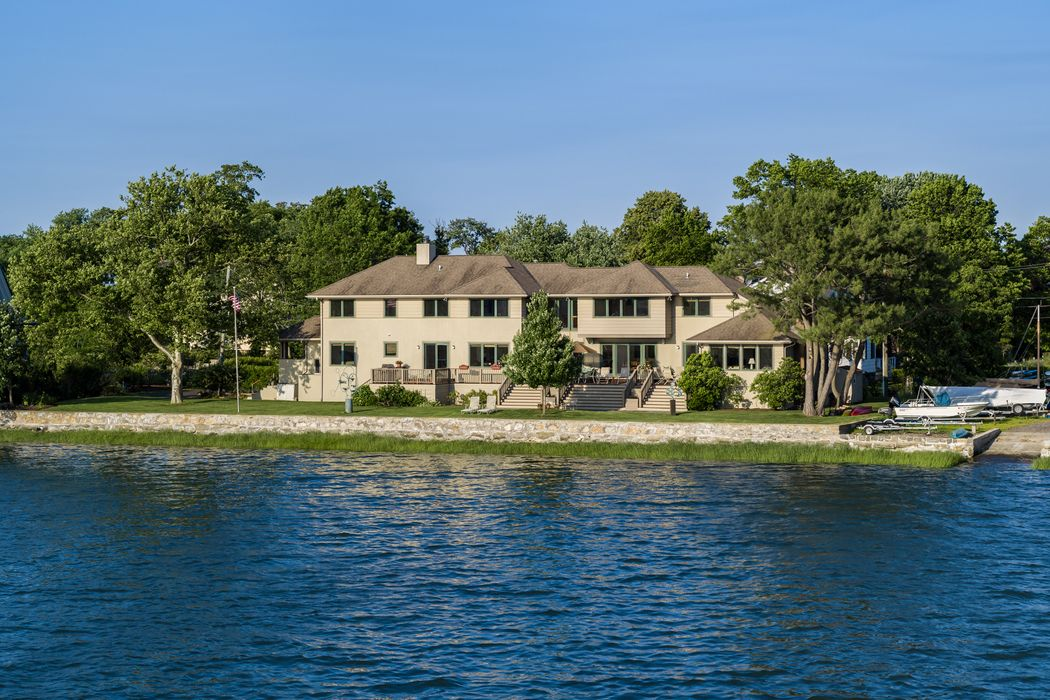 10 South Crossway Old Greenwich, CT 06870