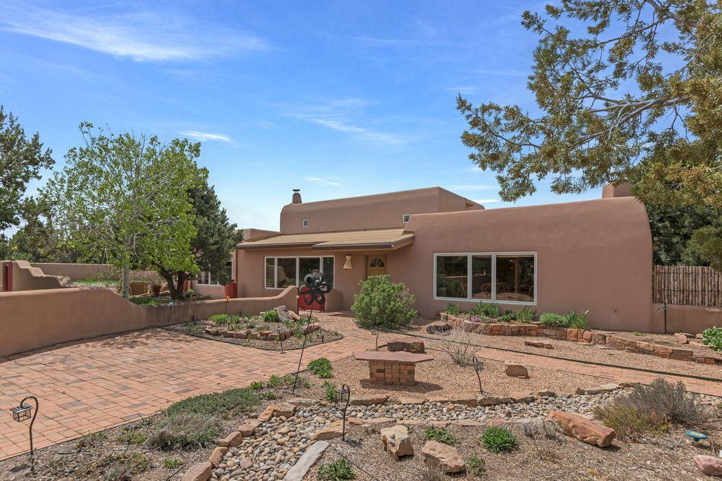 3236 Calle Celestial Santa Fe, NM 87506