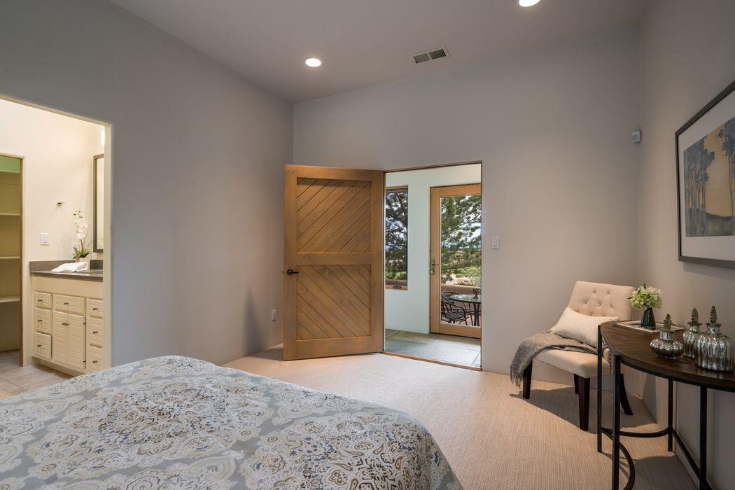 646 Cumbre Vista Drive Santa Fe, NM 87501