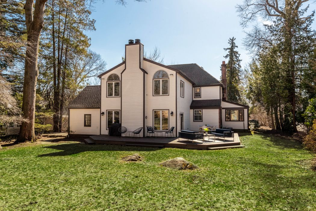 22 Crescent Road Riverside, CT 06878