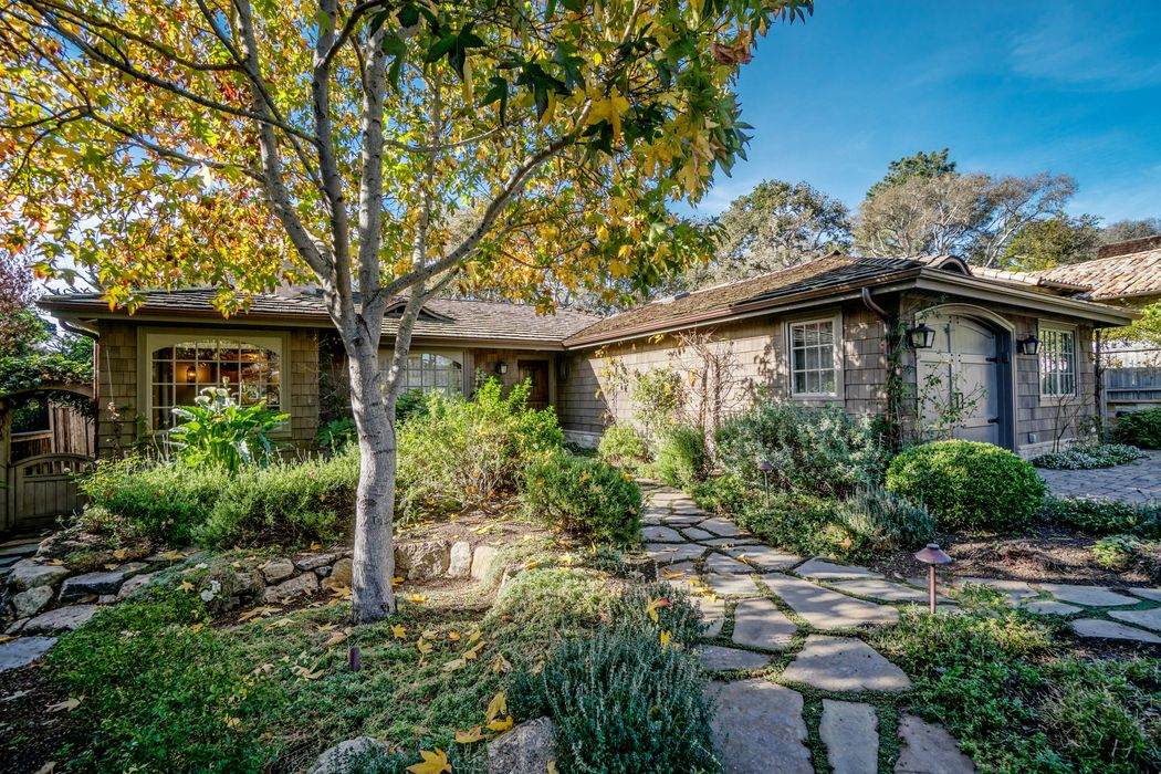 26040 Ridgewood Road Carmel, CA 93923