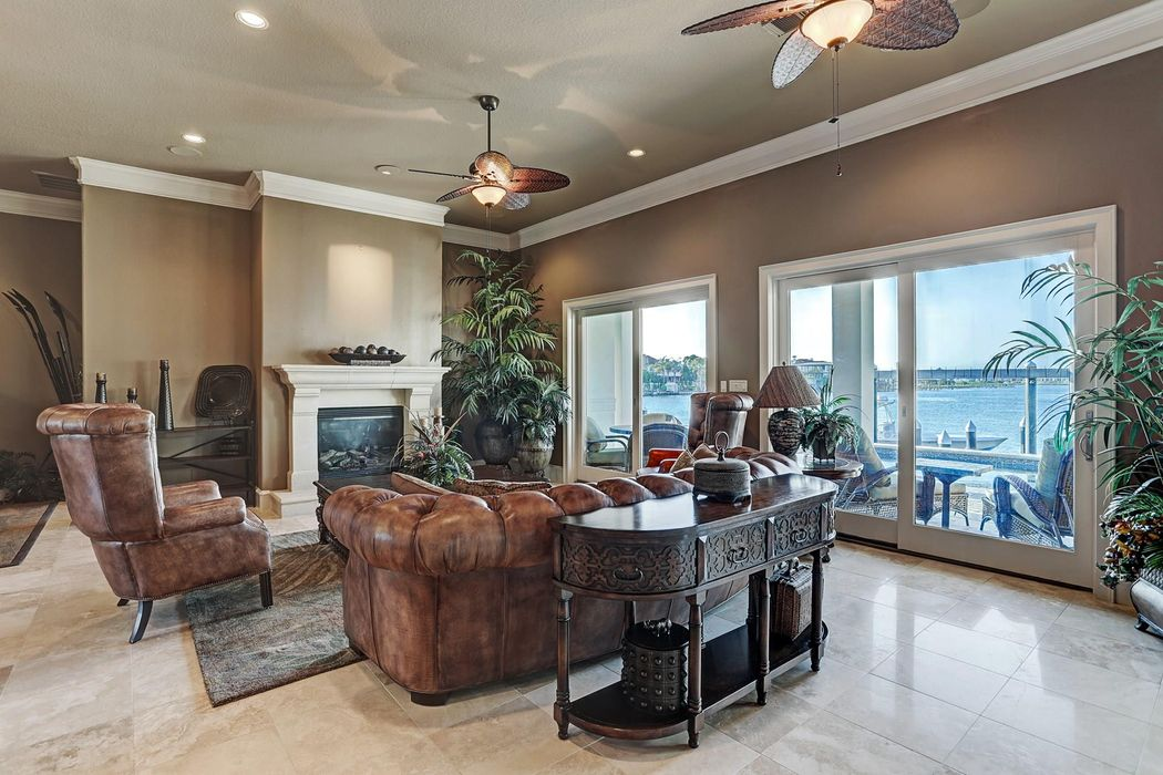 1 Harbor Lane Kemah, TX 77565