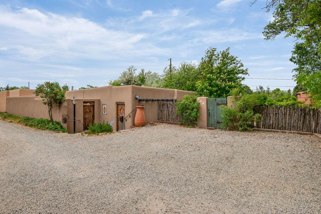 112 Vigil Lane Santa Fe, NM 87505