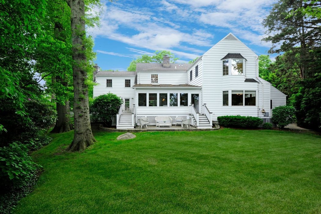 19 Crescent Road Riverside, CT 06878