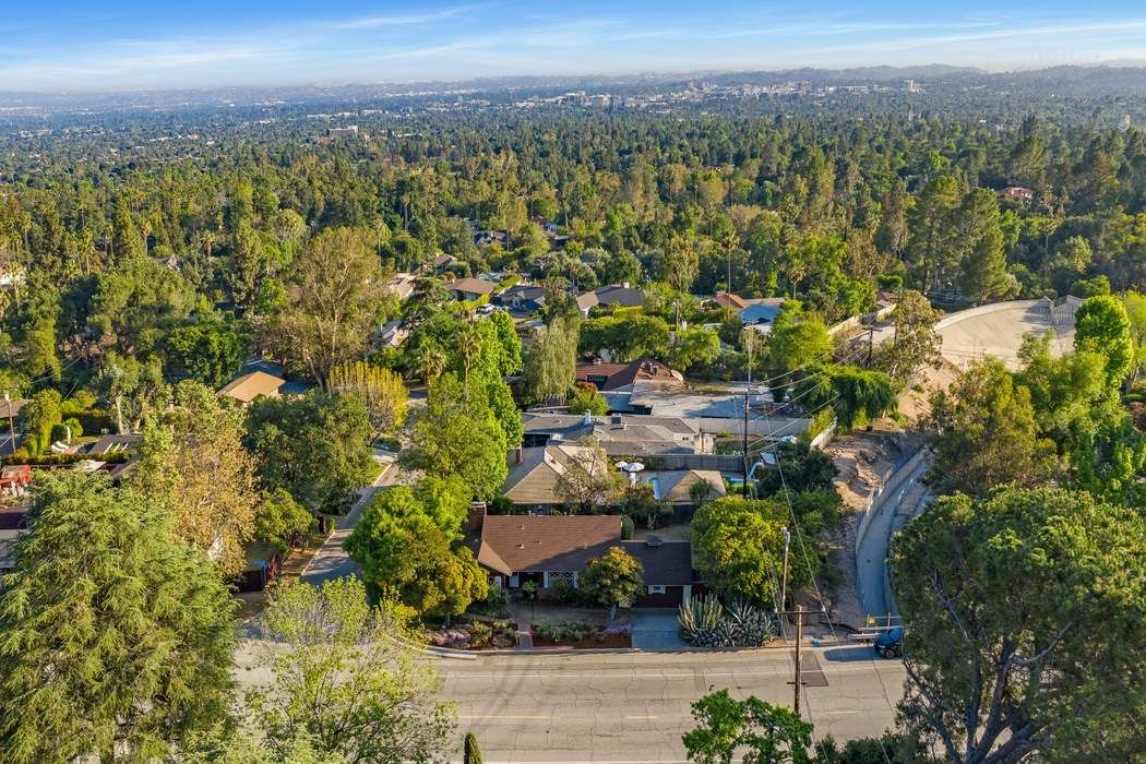 1530 East Loma Alta Drive Altadena, CA 91001