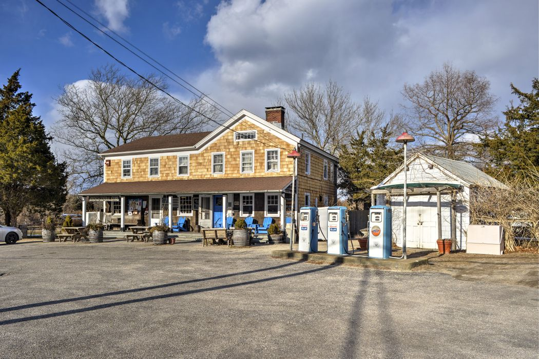 29 Old Stone Highway (Springs General Store) East Hampton, NY 11937