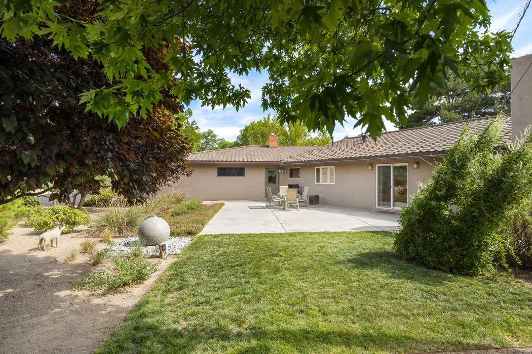 1705 Chacoma Place Albuquerque, NM 87104