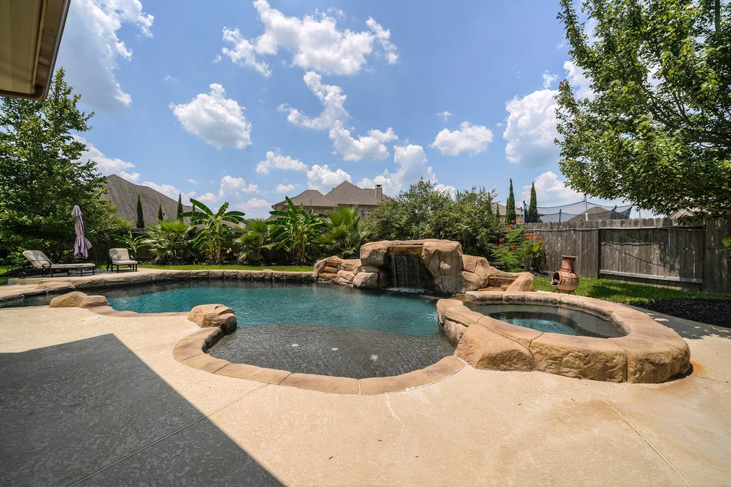 2212 Maple Cliff Lane Friendswood, TX 77546