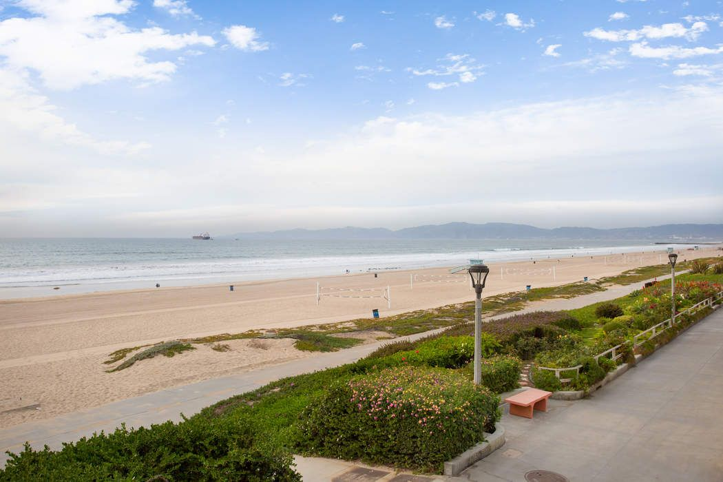 2722 The Strand Manhattan Beach, CA 90266