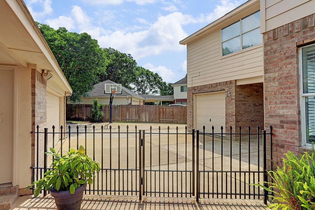 21331 Heartwood Oak Trail Houston, TX 77433