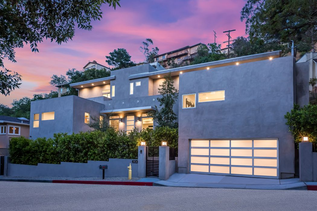 2104 Stanley Hills Drive Los Angeles, CA 90046