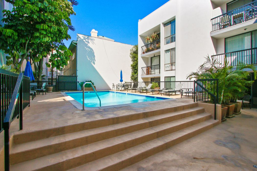 906 North Doheny Drive West Hollywood, CA 90069