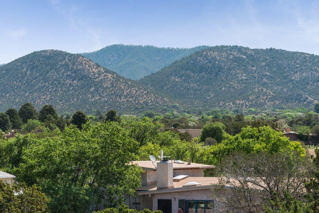 2126 Calle Tecolote Santa Fe, NM 87505