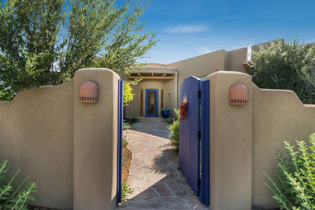 4 Calle Aguila Santa Fe, NM 87508