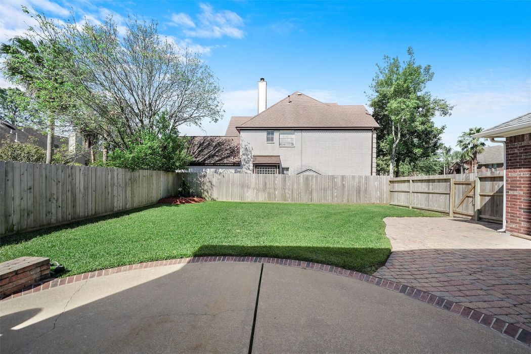 308 Lake Front Drive League City, TX 77573