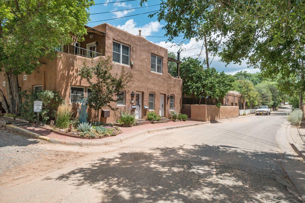 359 Hillside Ave Santa Fe, NM 87501