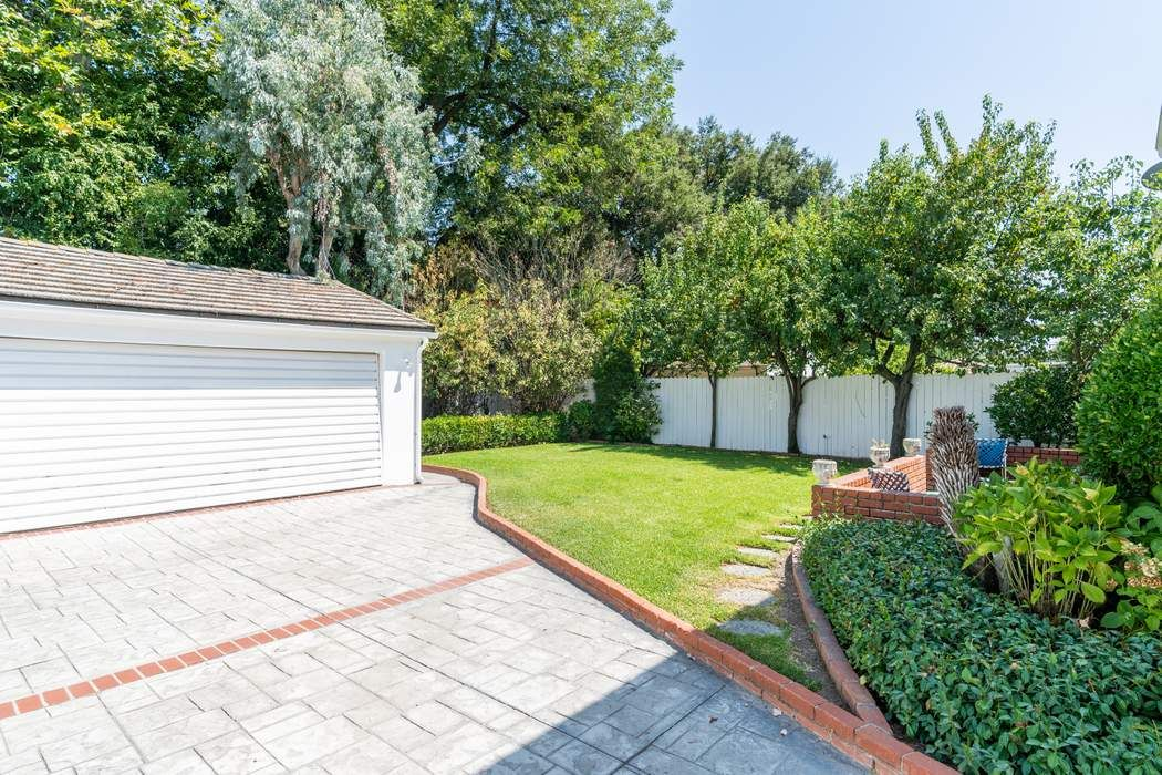 1052 Linda Vista Avenue Pasadena, CA 91103