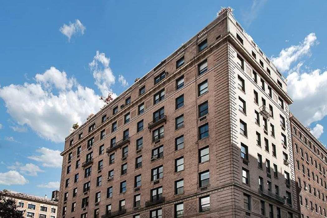 149 East 73rd Street New York, NY 10021