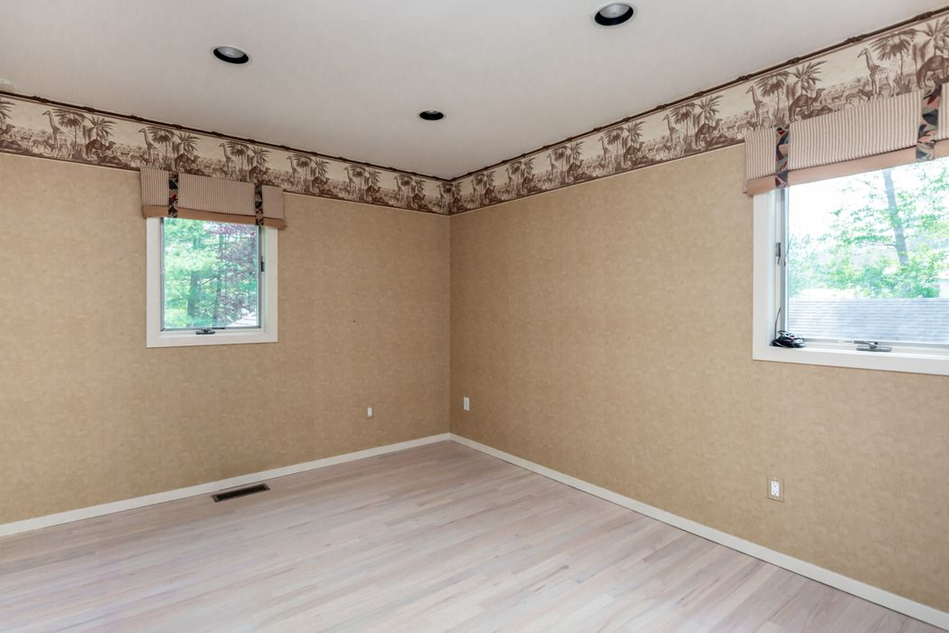 4 Cedar Ln Remsenburg, NY 11960