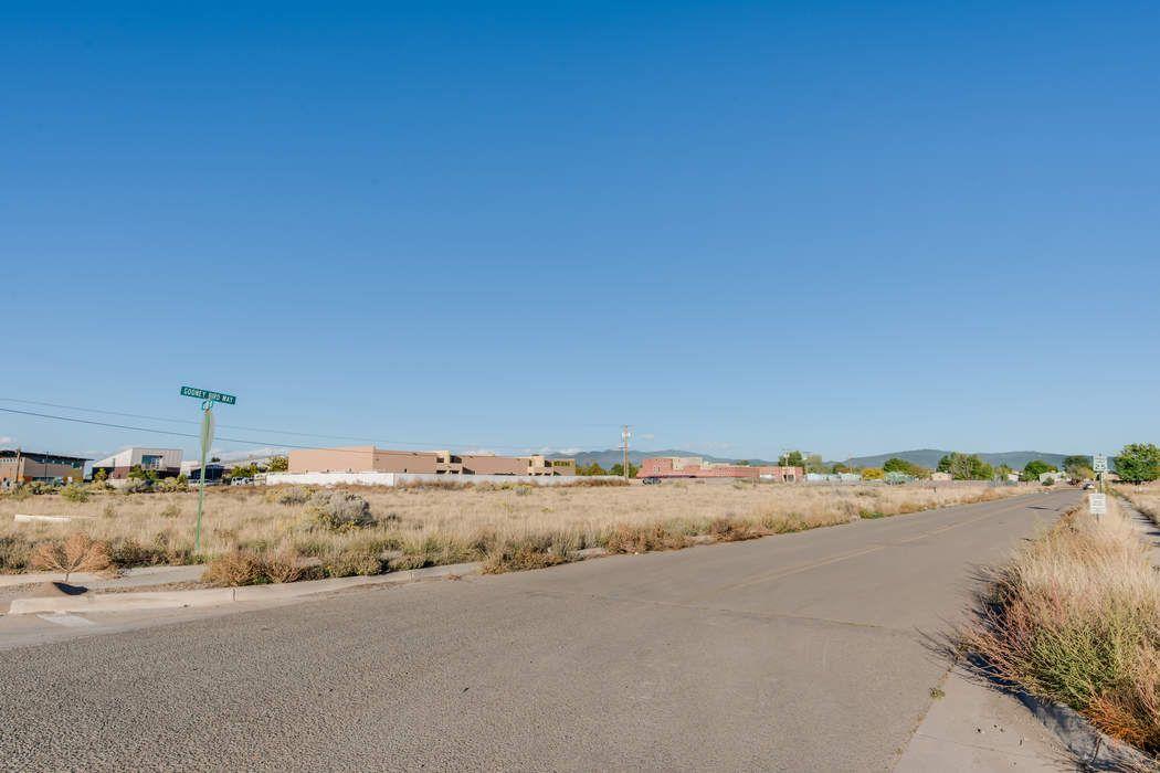7509 Gooney Bird Way Santa Fe, NM 87507