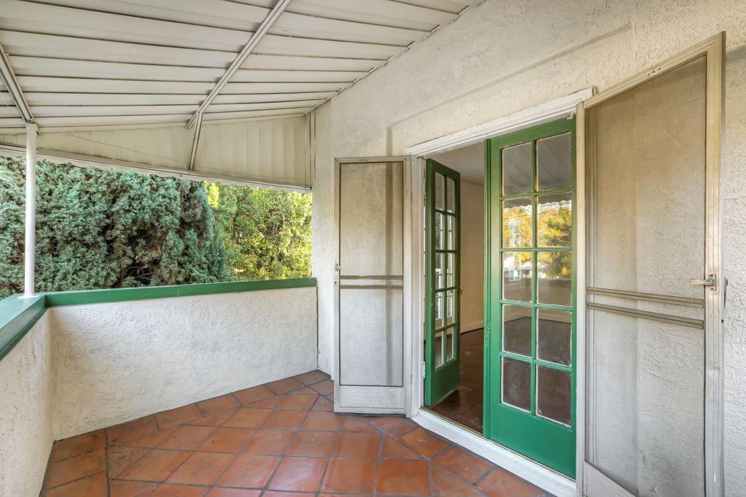 2331 North Beachwood Drive Los Angeles, CA 90068