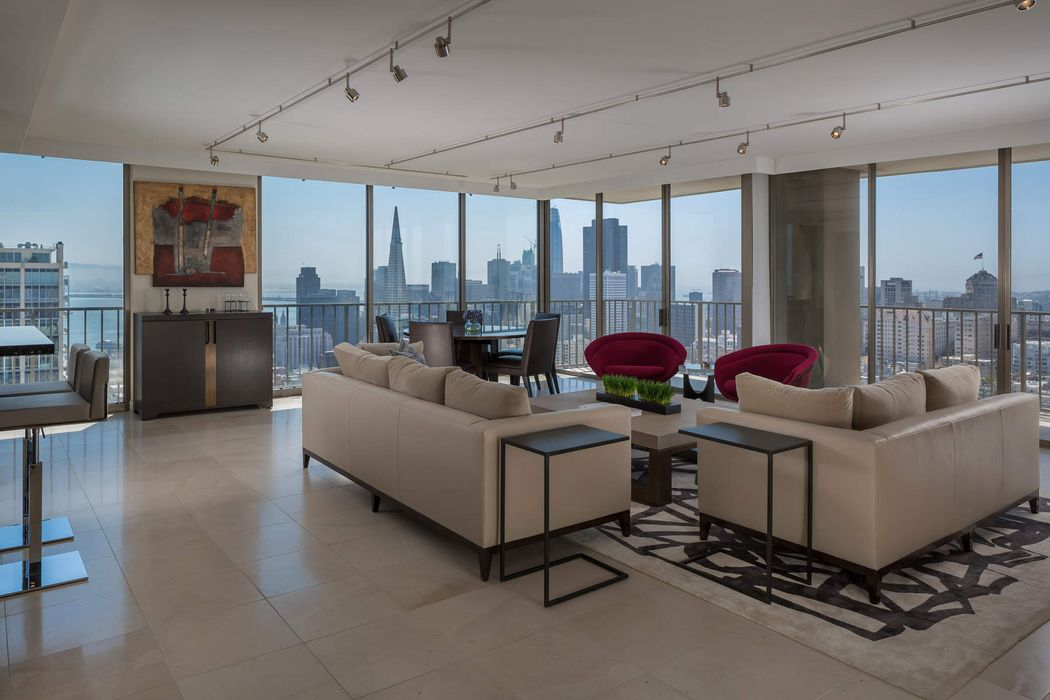 Two Bedroom Condo with Landmark Views
