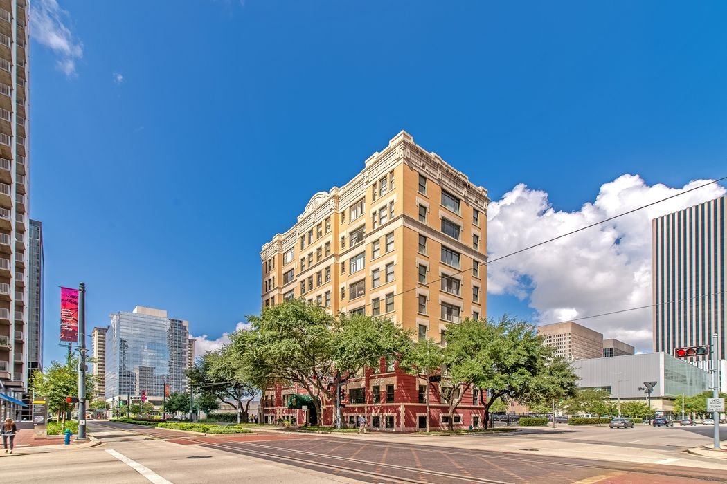 1700 Main Street Houston, TX 77002