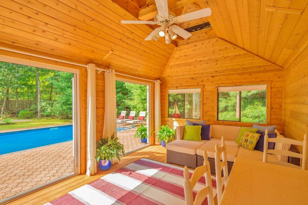 Stylish Salt Box with Pool & Pool House East Hampton, NY 11937