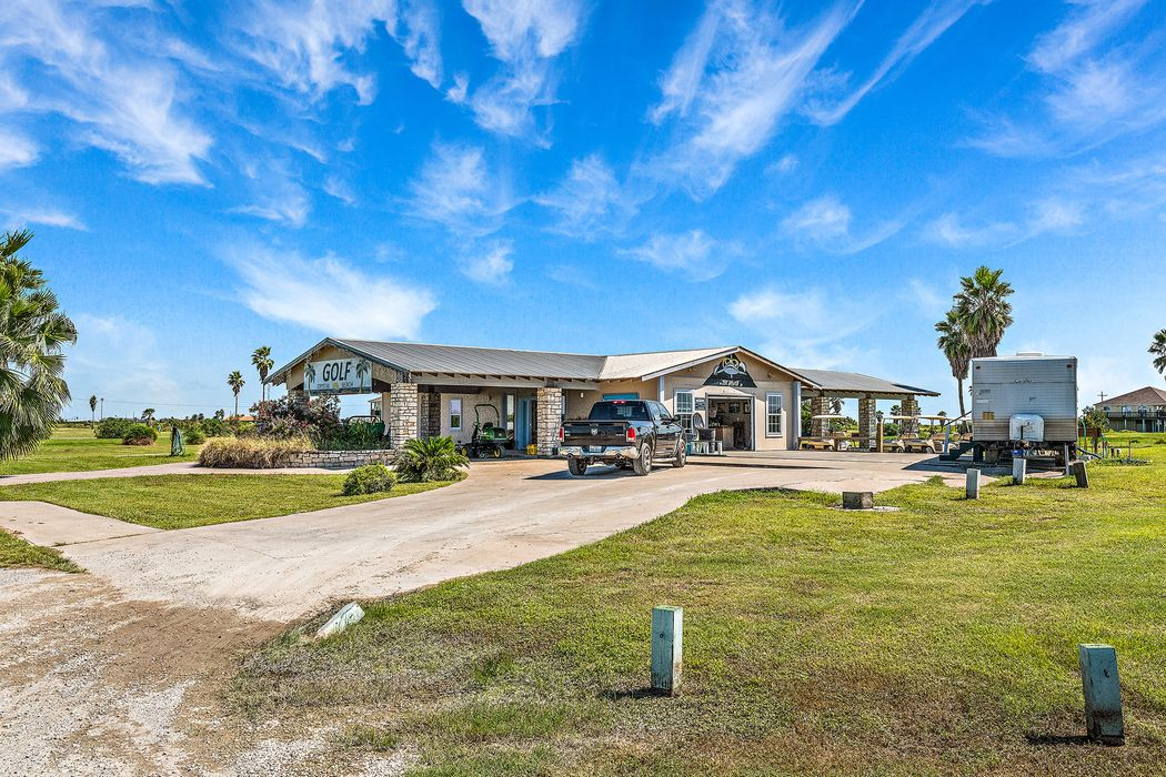 629 Overlook Drive Crystal Beach, TX 77650