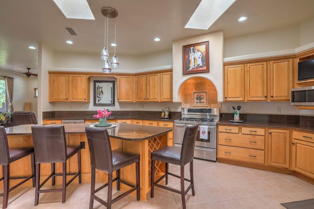 400 Laguna Seca Lane Nw Albuquerque, NM 87104