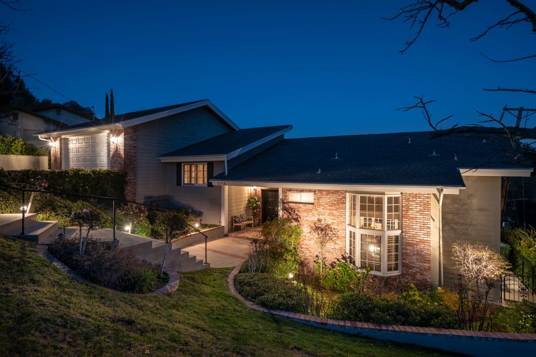 5716 Fairview Place Agoura Hills, CA 91301
