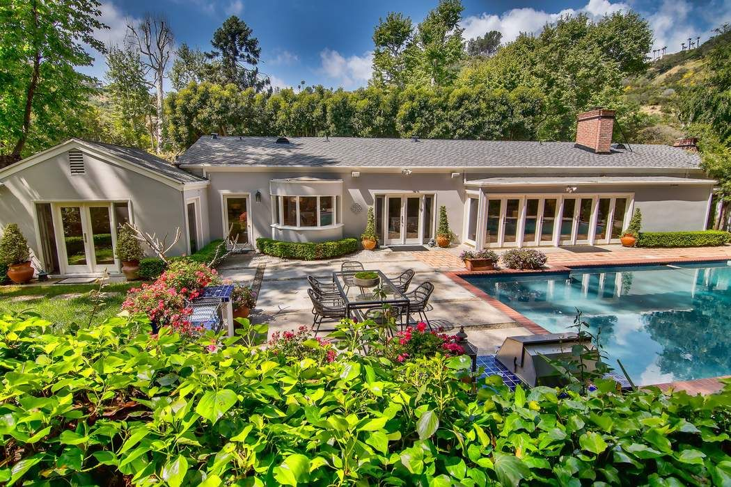 Luxury homes for sale los angeles ca real estate sales for Luxury homes for sale in los angeles california