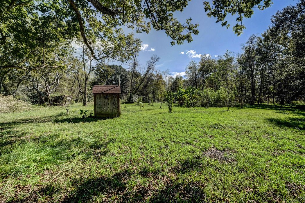 1765 County Road 180 Alvin, TX 77511
