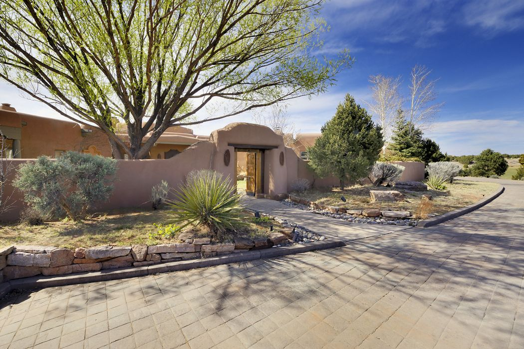 12 Starlight Circle Santa Fe, NM 87506